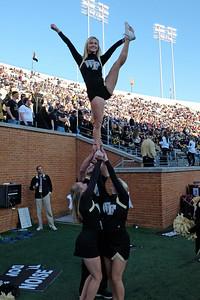 Cheerleader pyramid 02
