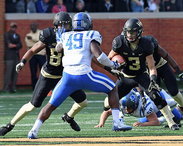 Jessie Bates punt return 02