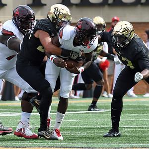Demetrius Kemp tackles Lamar Jackson