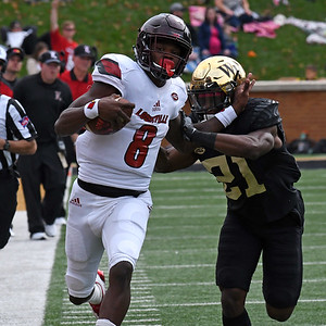 Essang Bassey forces Lamar Jackson out of bounds