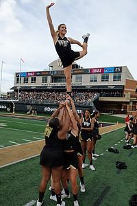 Deacon cheerleaders 01