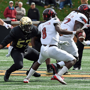 Duke Ejifor pressures Lamar Jackson