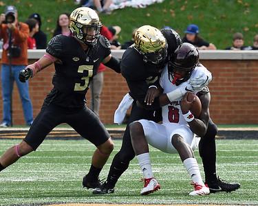 Duke Ejiofor tackles Lamar Jackson