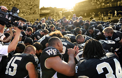 Deacs celebrate win wallpaper