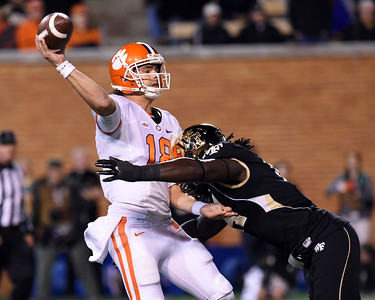 Wendell Dunn rushes Cole Stoudt