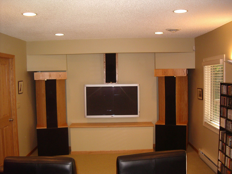 THE FRONT OF THE STUDIO, SHOWING TV PLASMA MONITOR, R/L DUAL TLS AND CENTER LINE TLS SPEAKERS