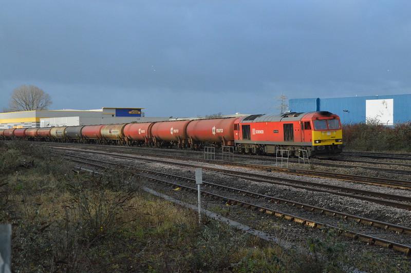 60039 passes Cardiff Pengam with 6B13 Robeston - Westerleigh, 29/12/17
