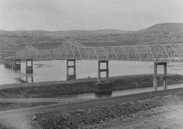 The Dalles Bridge   Olympus Pen FT   Svema 400   2021/03/14