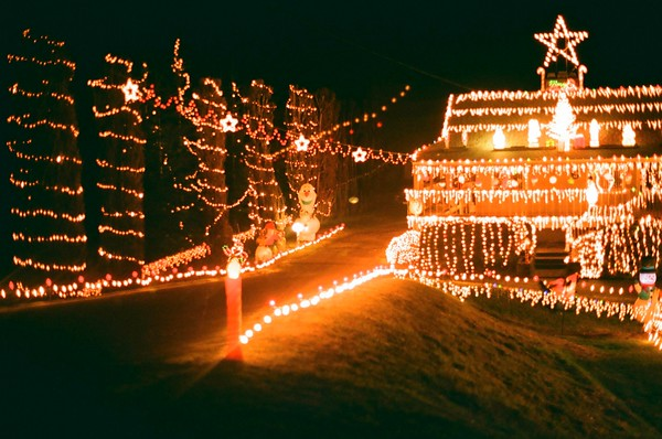 Analog Christmas lights - 2020/12/23 | Olympus OM1 | Agfa Vista Plus 200 |
