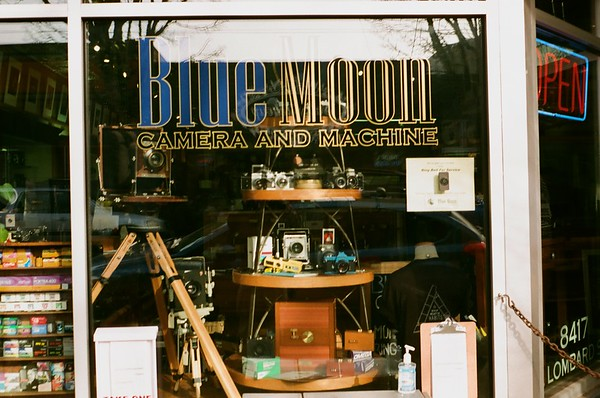 2021/01/20 Blue Moon Camera | Olympus Trip |  2009 Walgreens Studio 35