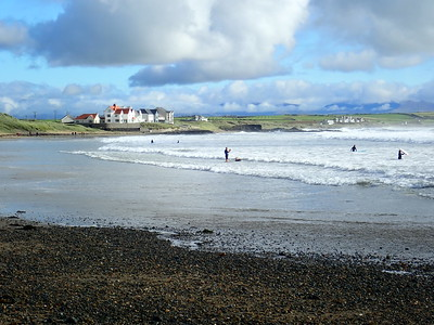 Surfer's paradise, great waves! Rhosneigr Beach