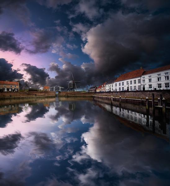 Dutch Harbor | City Port of Heusden Netherlands Reflectie Parelmoerwolken Ophaalbrug Molen Haven Aanlegsteiger Nostalgie Stadsbeeld Ansichtkaart Holland Winter