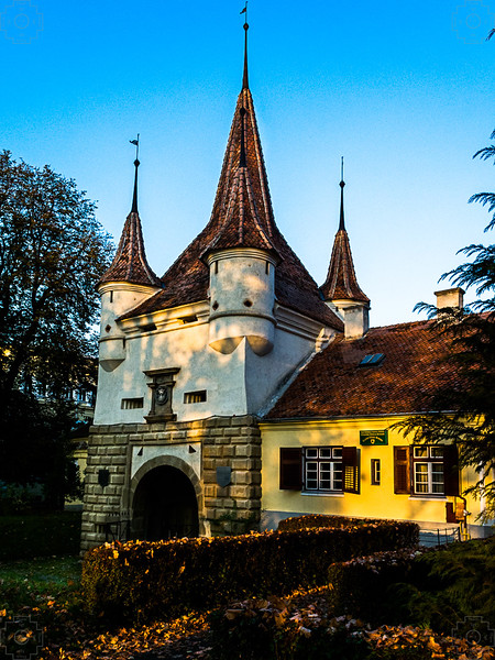 Romania - Brasov - Old Customs Gate.jpg