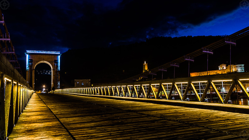 France - Tournon - Passerelle Marc Seguin - Night 2.jpg