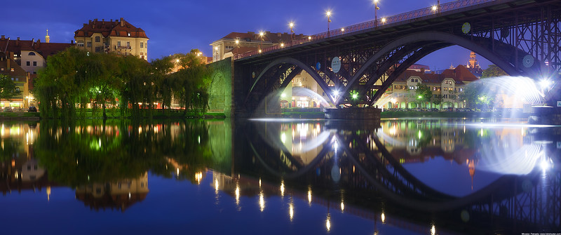 The bridge fountains