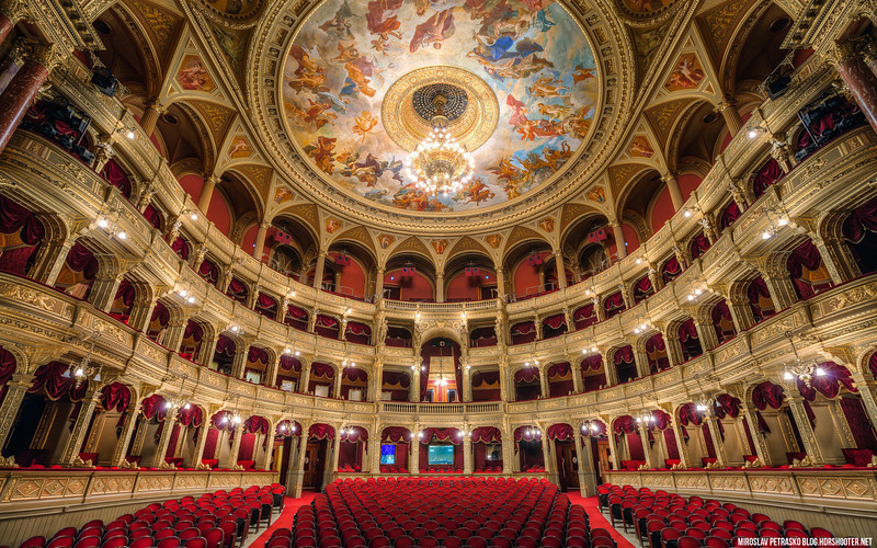 On the opera stage 1920x1200