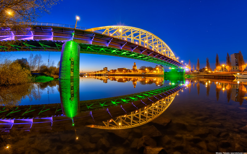 Colors of the John Frost bridge 1920x1200