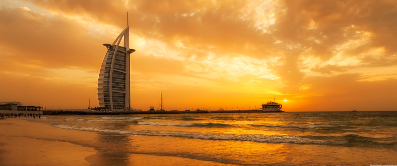 Sunset clouds in Dubai wallpaper