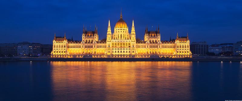Budapest parliament wallpaper