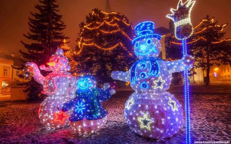 Snowman family 1920x1200