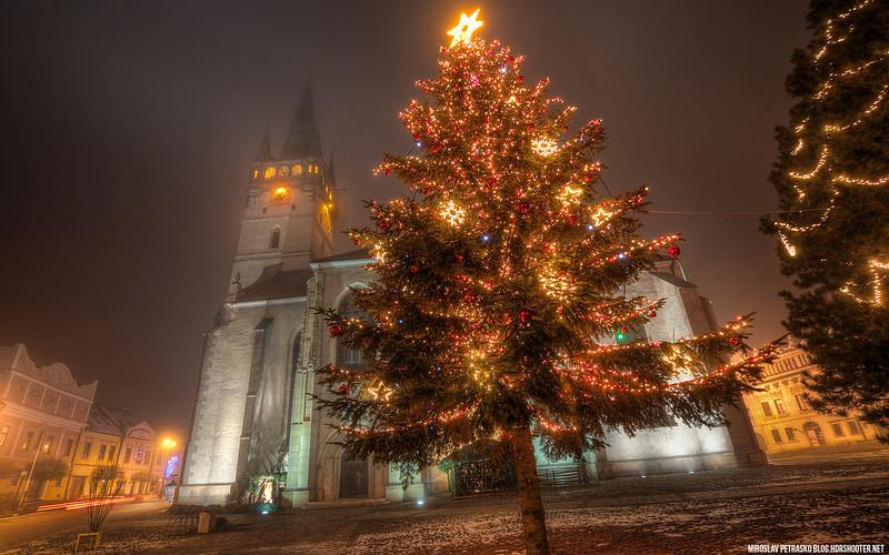 Christmas tree in Presov 1920x1200