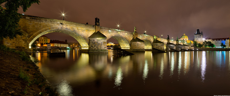 Late night at the Charles bridge wallpaper