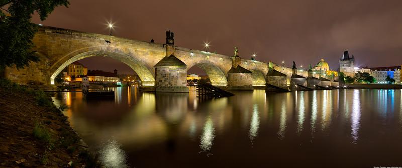 Late night at the Charles bridge wallpaper