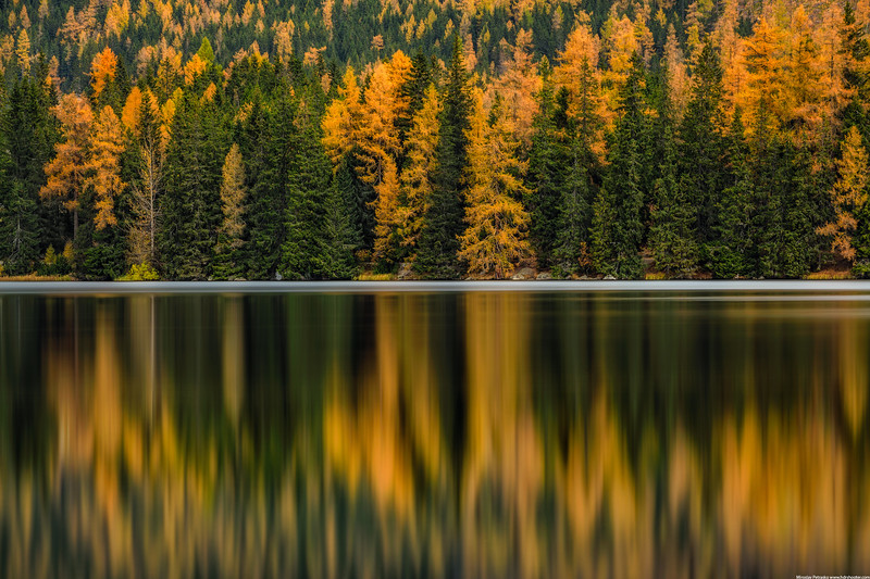 Reflected colors of Autumn wallpaper