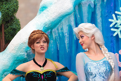 Anna and Elsa in the Disney Festival of Fantasy Parade