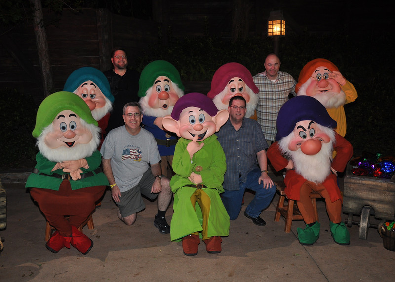 Let's see if I can correctly identify everyone!  Left to right, there's Happy, Bashful, Jon (standing), Dave (kneeling), Sneezy, Dopey, Sleepy, Jeff (kneeling), Pat (standing), Grumpy, and Doc. <br> [Photo by Disney's PhotoPass using their camera.]