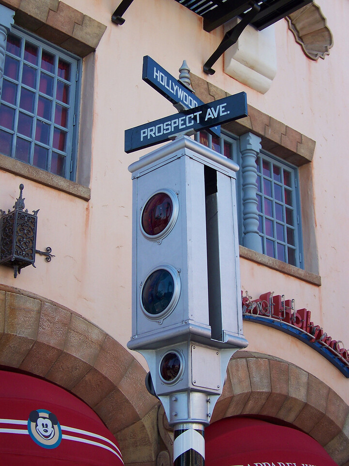 Old-fashioned stoplight on Hollywood Blvd.<br /> [Disney's Hollywood Studios]