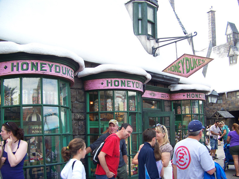 Adjoining Zonko's is Honeydukes, the shop to satisy every wizard's sweet tooth.<br /> [Universal Islands of Adventure - Wizarding World of Harry Potter]
