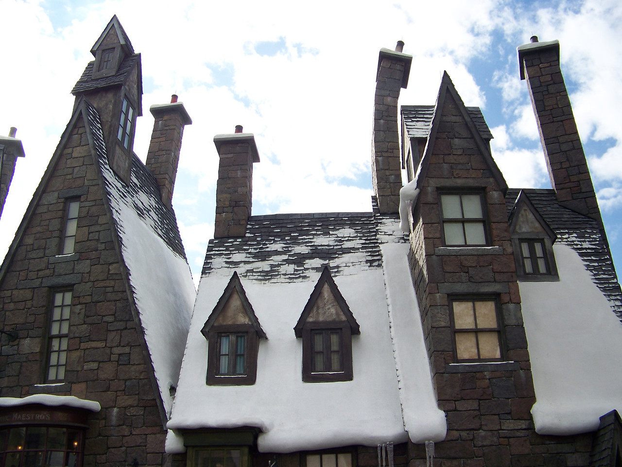 The entire village of Hogsmeade is incredibly detailed.  Note how some of the chimneys are askew.<br /> [Universal Islands of Adventure - Wizarding World of Harry Potter]