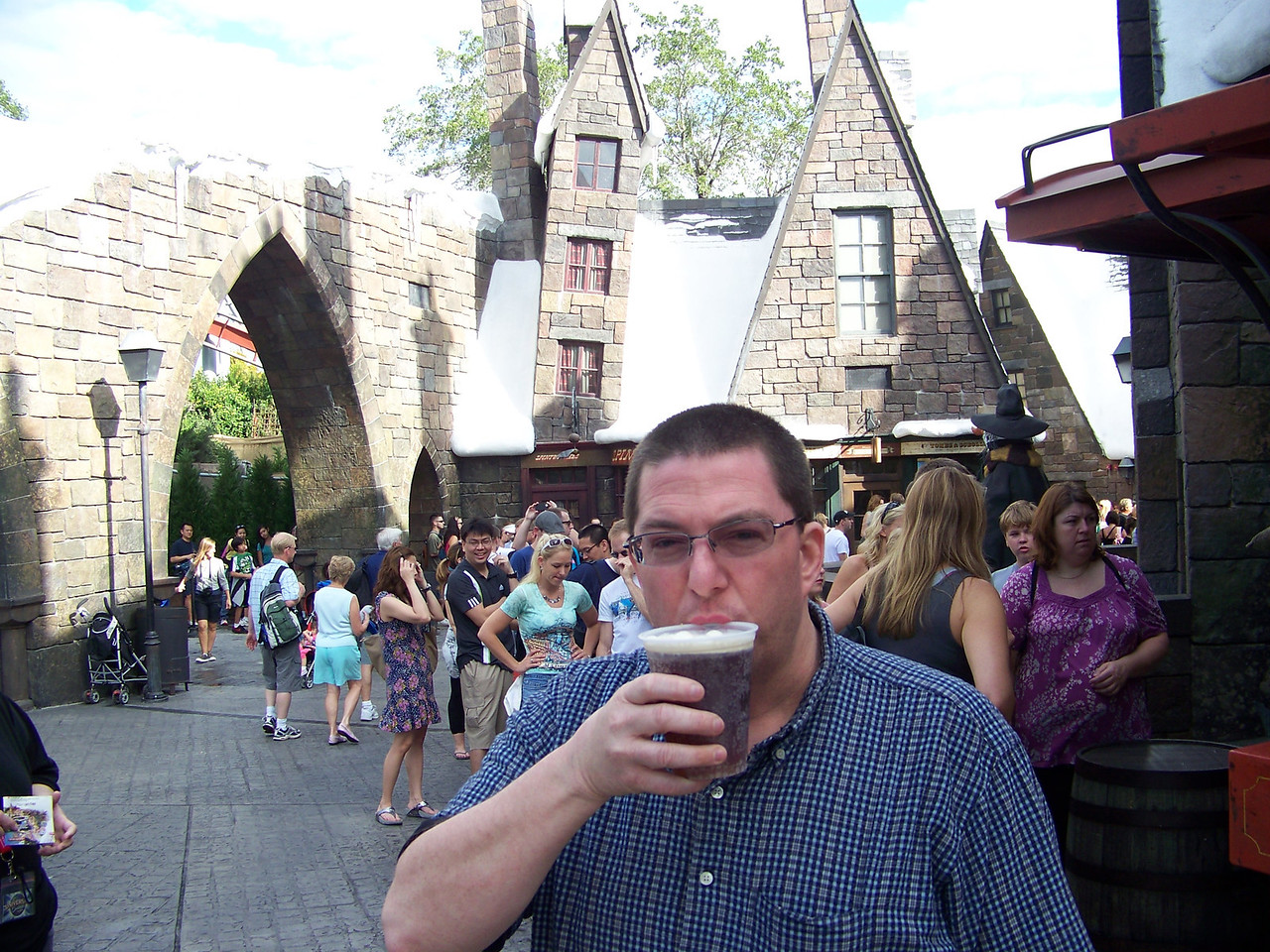 Jeff says yum!!!  Butterbeer was good.  Wish I could've tried the pumpkin juice they were selling, too!<br /> [Universal Islands of Adventure - Wizarding World of Harry Potter]