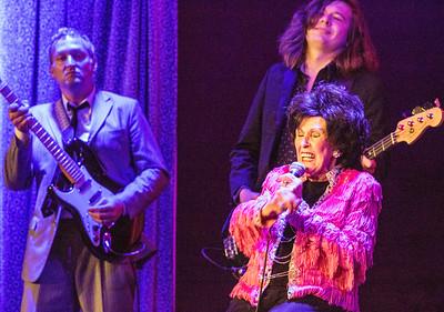 Wanda Jackson and two of the Ladybirds