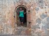 Poseren in de ingang tot de toren