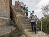 Mijn wandelaars op de trap van de forttoren