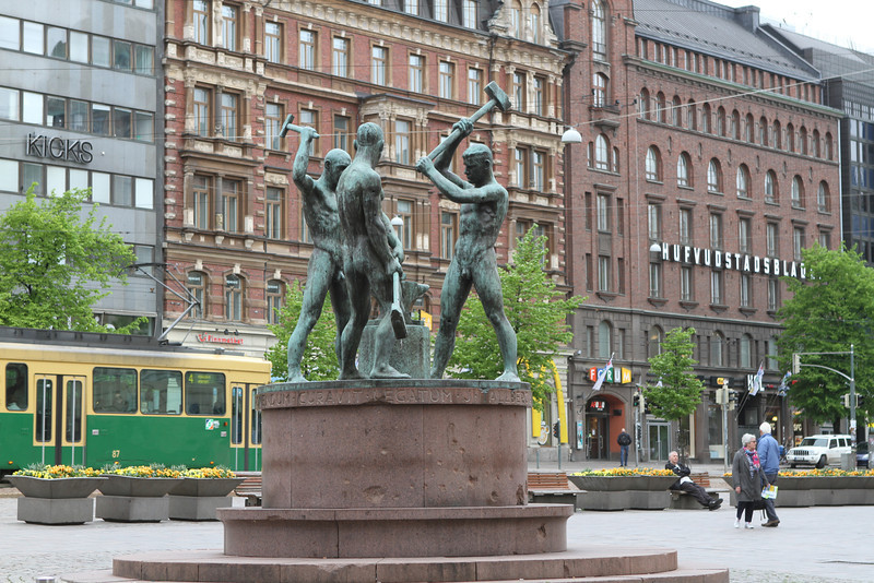 Statue dedicated to workers