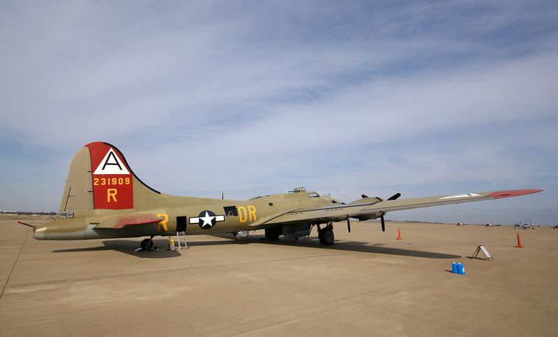 "B-17 Flying Fortress ""Nine-O-Nine"""