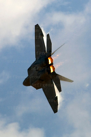 Warplane-F22 Raptor during Miramar air show in San Diego,California on October 03, 2010.