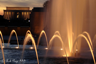 The World War II Memorial and the Lincoln Memorial - Washington, DC ... November 7, 2005 ... Photo by Rob Page III