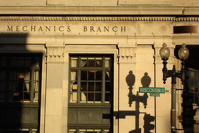 Riggs Bank, but notice the shadow of the street lamp - Washington, DC ... October 24, 2006 ... Photo by Rob Page III