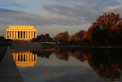 The Lincoln Memorial on Veteran's Day - Washington, DC ... November 11, 2006 ... Photo by Rob Page III