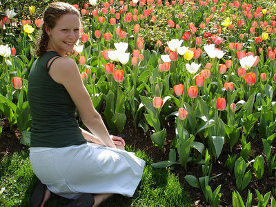 Emily playing in the tulips - Washington, DC ... April 14, 2006 ... Photo by Rob Page III