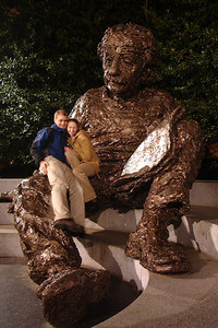 Einstein looks on and contemplates our love - Washington, DC ... January 8, 2007 ... Photo by Rob Page III