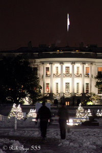 A winter stroll to the White House - Washington, DC ... December 21, 2009 ... Photo by Rob Page III