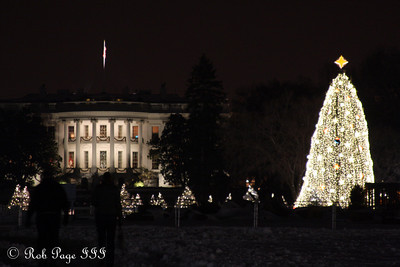 The National Christmas Tree and the White House - Washington, DC ... December 21, 2009 ... Photo by Rob Page III