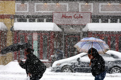The snow falls on this Saturday afternoon - Washington, DC ... December 19, 2009 ... Photo by Rob Page III