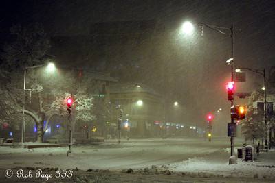 The snows comes down on Connecticut Avenue - Washington, DC ... February 5, 2010 ... Photo by Rob page III