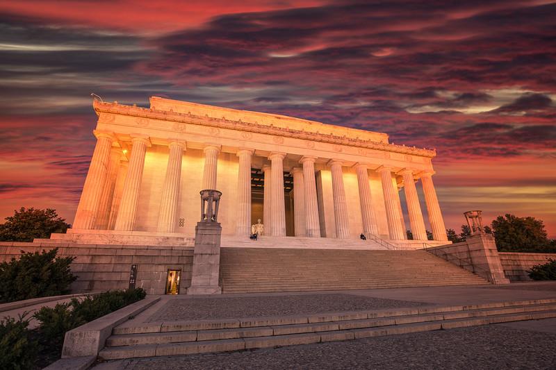 Dawn At Lincoln Memorial